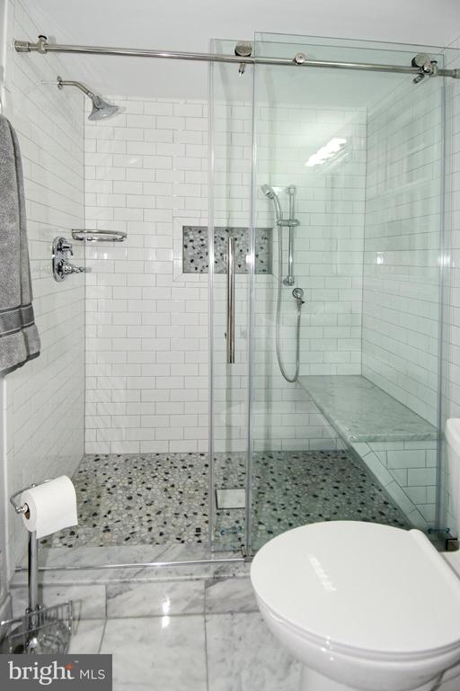 Lower level updated bath with spa shower - 5024 PORTSMOUTH RD, FAIRFAX