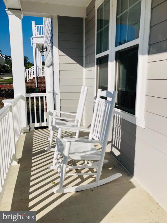 Front Porch Sidewalk Community - 17985 WOODS VIEW DR, DUMFRIES