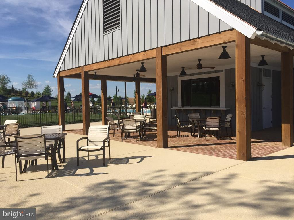 The snack bar at the pool and private party area - 17985 WOODS VIEW DR, DUMFRIES