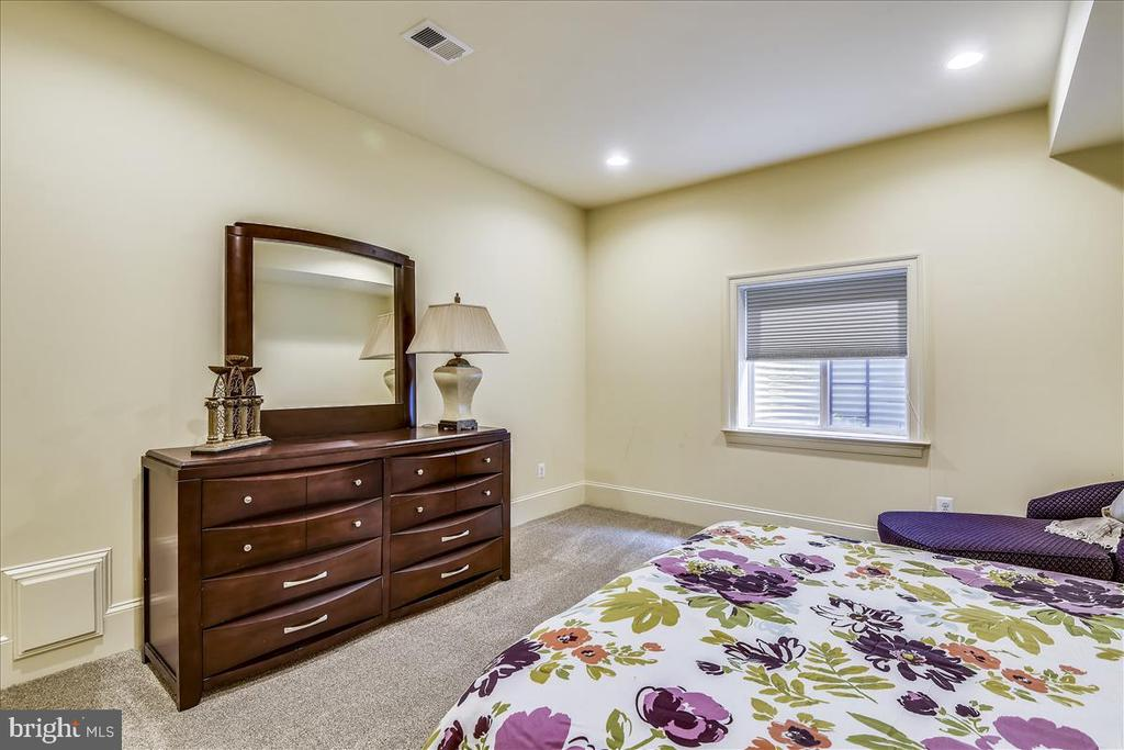 Great room for an au pair - 12056 OPEN RUN RD, ELLICOTT CITY
