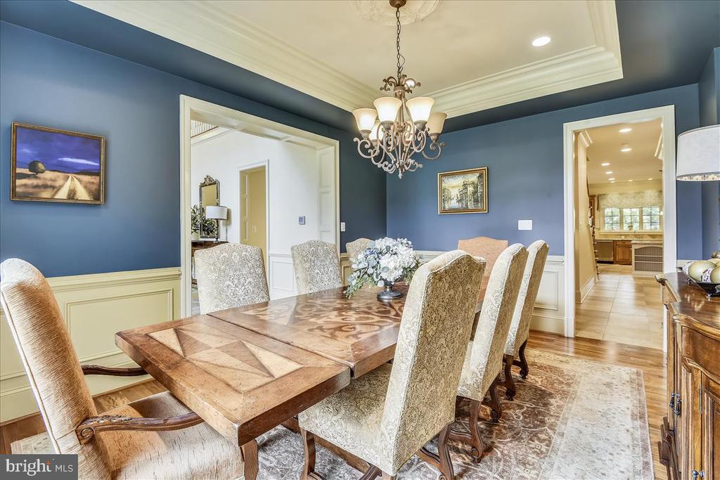 Beautiful space for formal entertaining - 12056 OPEN RUN RD, ELLICOTT CITY