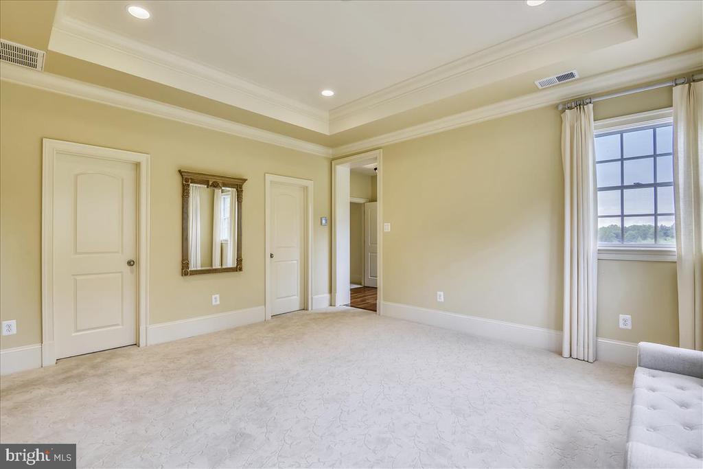 Master bedroom sitting room. - 12056 OPEN RUN RD, ELLICOTT CITY