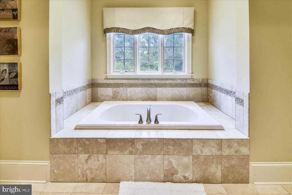 Lovely niche for the tub - 12056 OPEN RUN RD, ELLICOTT CITY