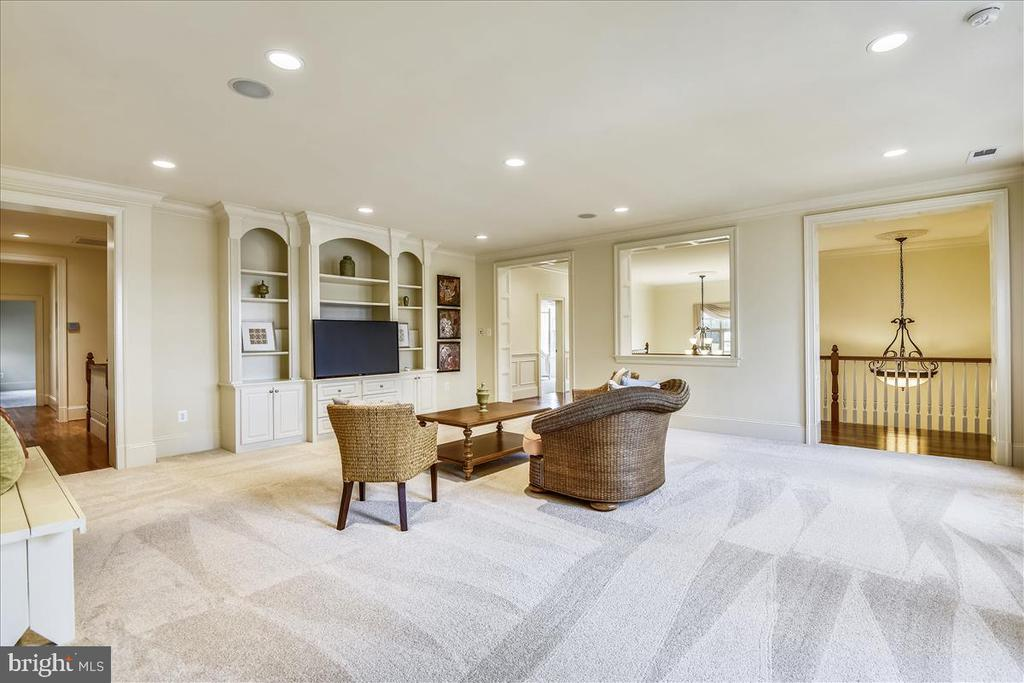 5 Ensuite bedrooms off the private family room - 12056 OPEN RUN RD, ELLICOTT CITY