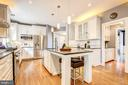 Large, bright kitchen. - 47771 BRAWNER PL, POTOMAC FALLS