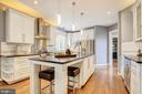 Center island & white cabinets - 47771 BRAWNER PL, POTOMAC FALLS