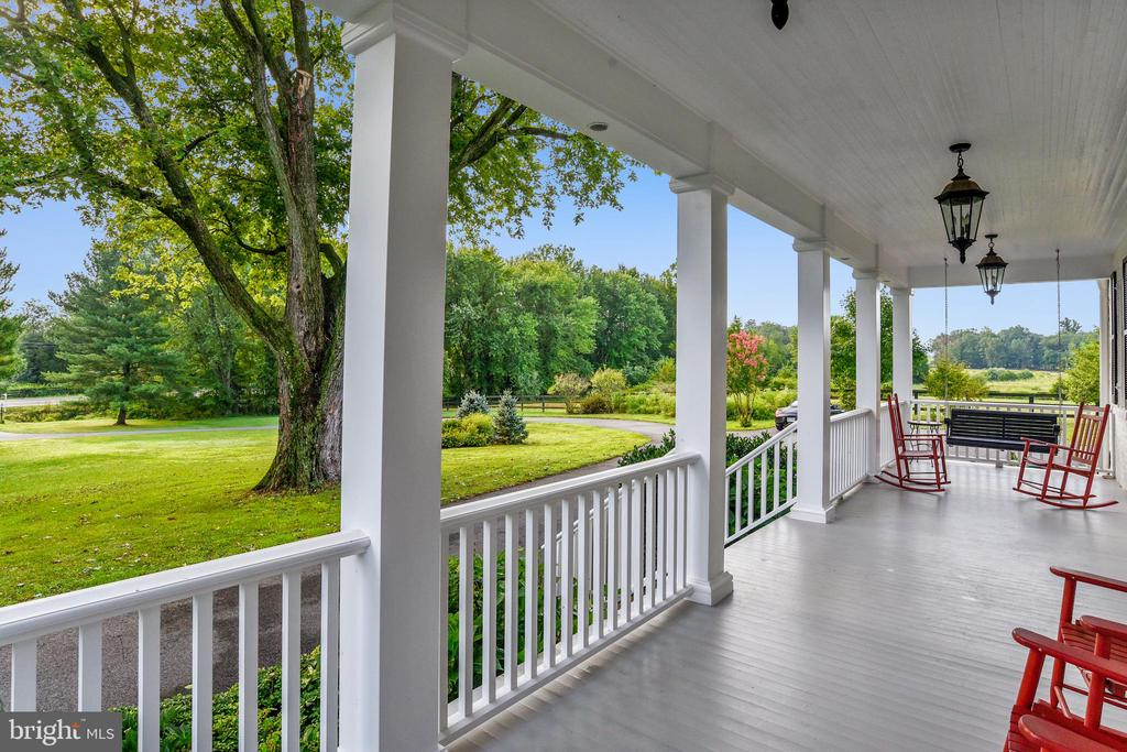 Front porch - 19937 EVERGREEN MILLS RD, LEESBURG