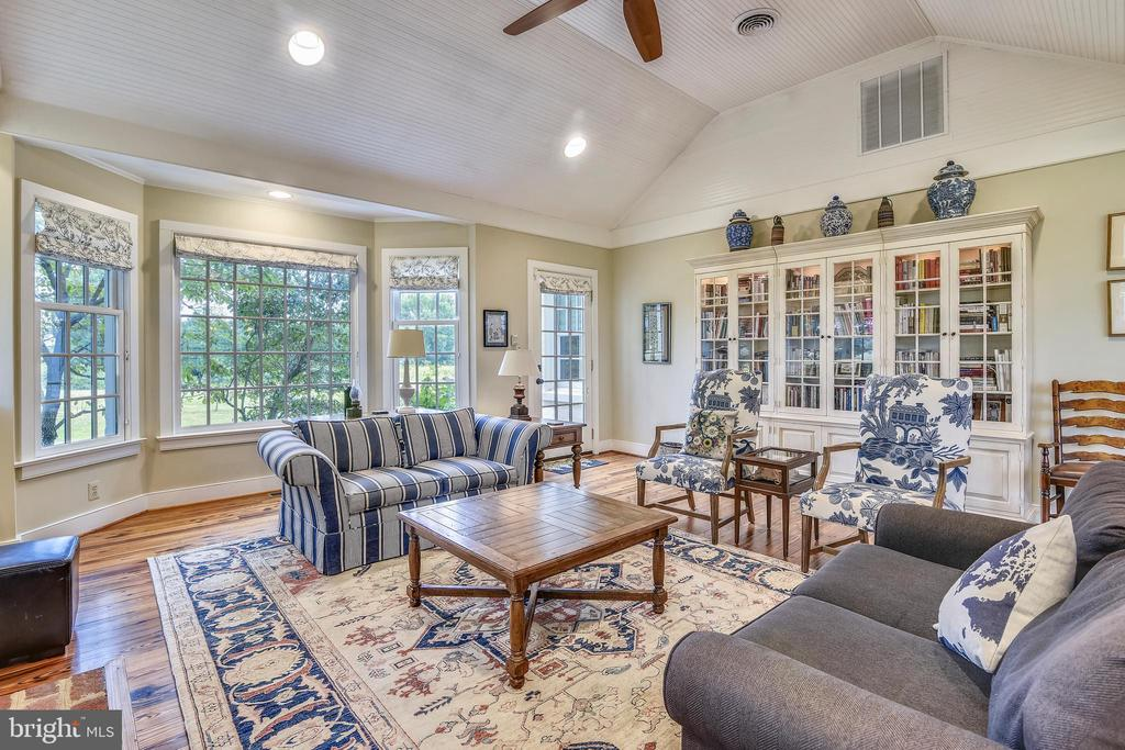 Main level Family Room - 19937 EVERGREEN MILLS RD, LEESBURG