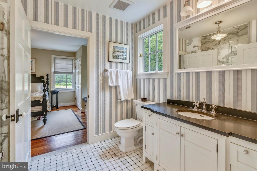 Main level full bathroom with ADA Modifications - 19937 EVERGREEN MILLS RD, LEESBURG