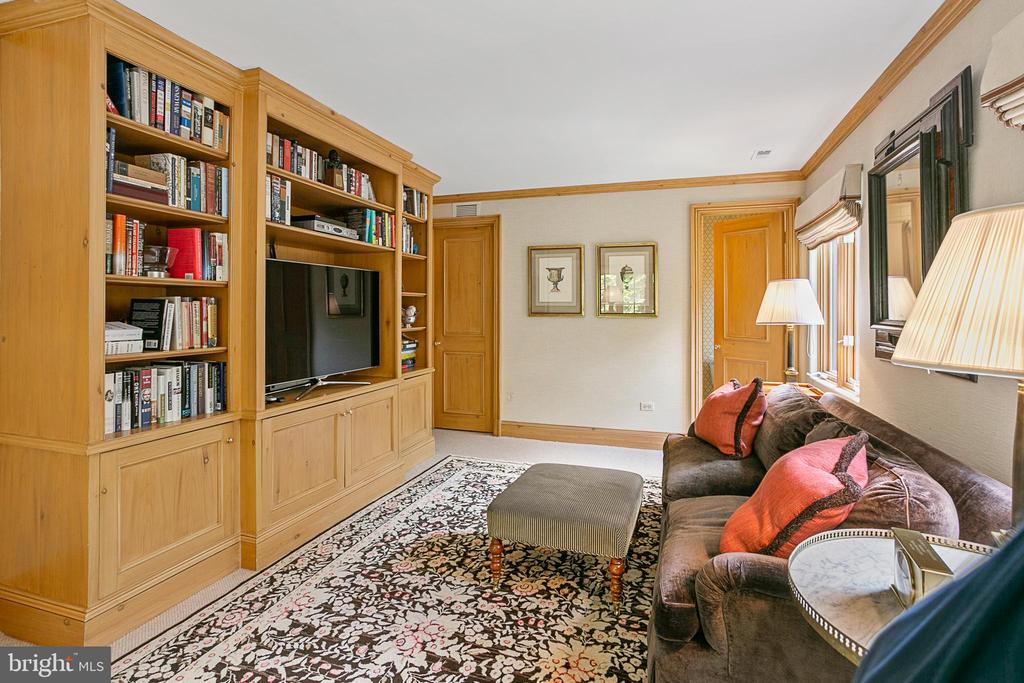 Bedroom/Study with Ensuite Bath - 2718 32ND ST NW, WASHINGTON