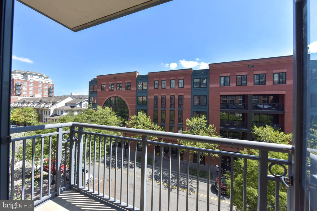 View to the NE from the balcony off  Living Room. - 1021 N GARFIELD ST #410, ARLINGTON