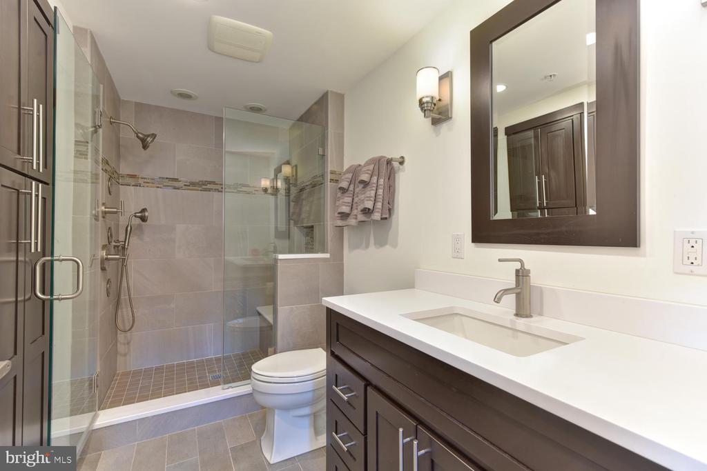 Master Bath - 1021 N GARFIELD ST #410, ARLINGTON