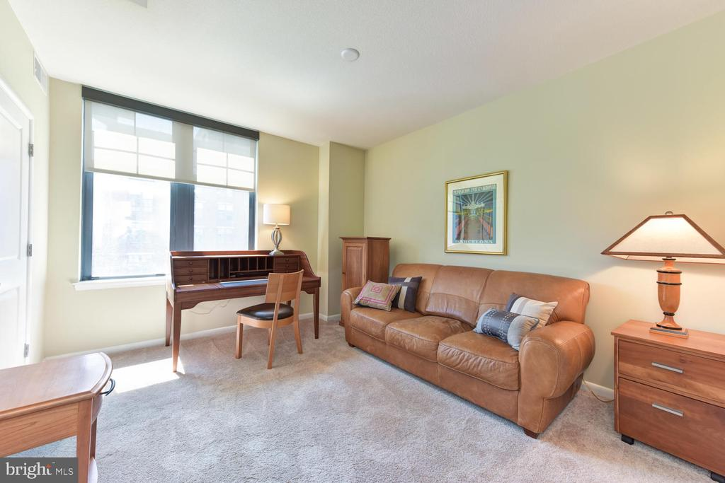 Second Bedroom - makes a great den/study, too! - 1021 N GARFIELD ST #410, ARLINGTON