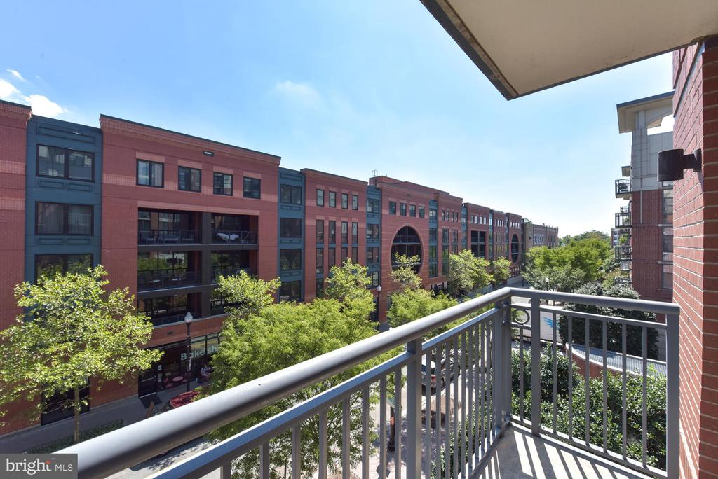 View to the Southeast. - 1021 N GARFIELD ST #410, ARLINGTON