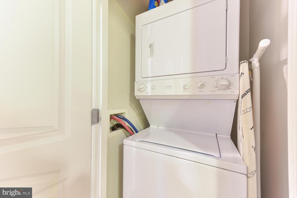 In-unit stacked washer/dryer - 1021 N GARFIELD ST #410, ARLINGTON