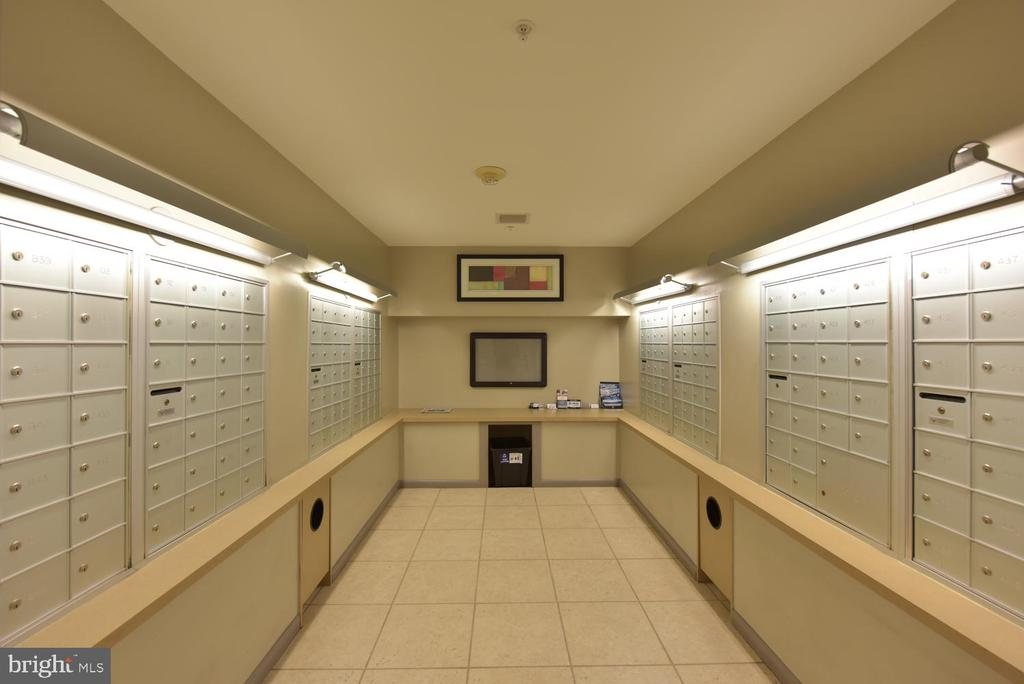 Mail room off Lobby - 1021 N GARFIELD ST #410, ARLINGTON