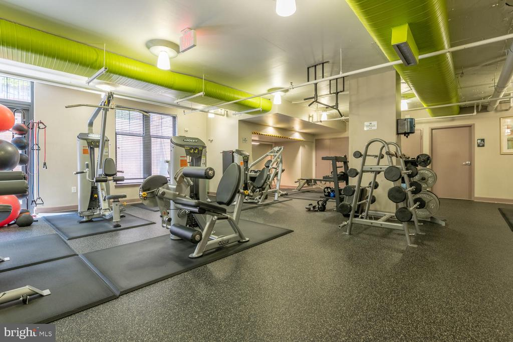 Well-equipped Fitness Center - 1021 N GARFIELD ST #410, ARLINGTON