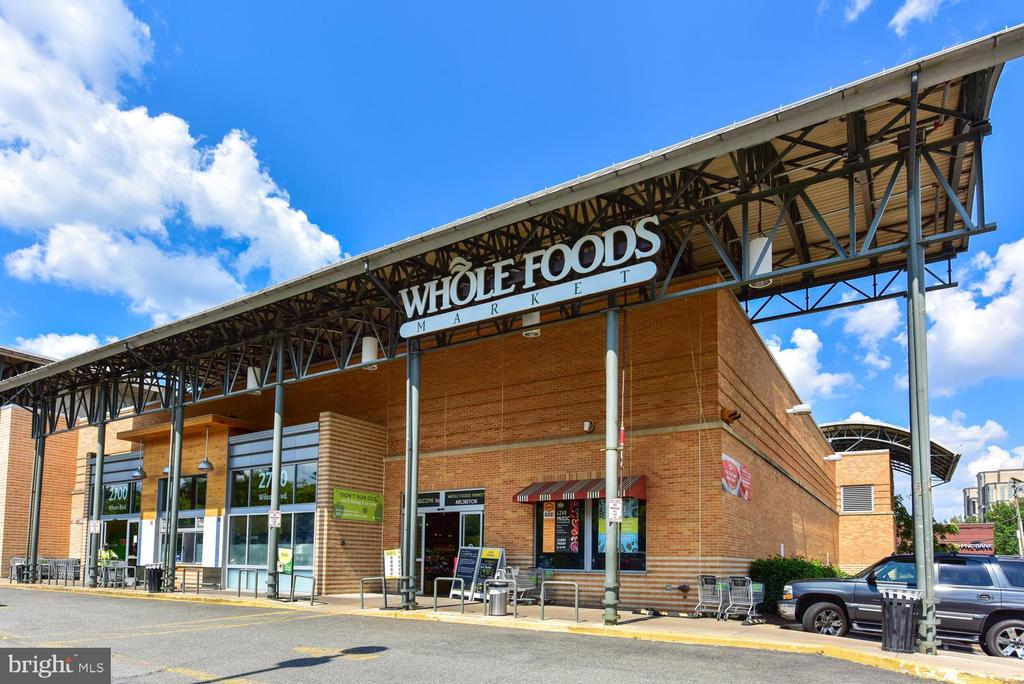 Only two blocks to Whole Foods. - 1021 N GARFIELD ST #410, ARLINGTON