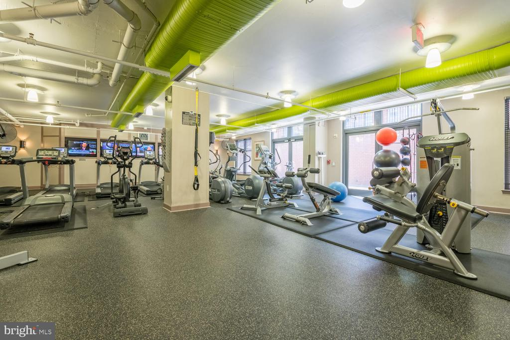 Fitness Center - 1021 N GARFIELD ST #410, ARLINGTON