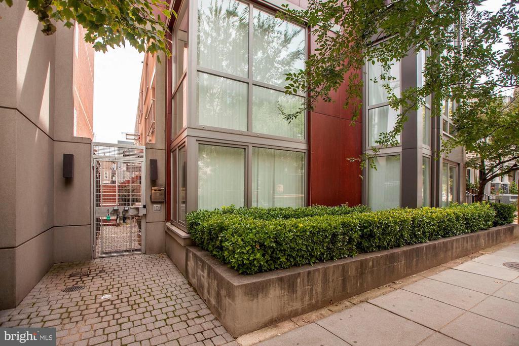 Harvard Lofts. Built in 2009, 12 units total. - 1466 HARVARD ST NW #2B, WASHINGTON