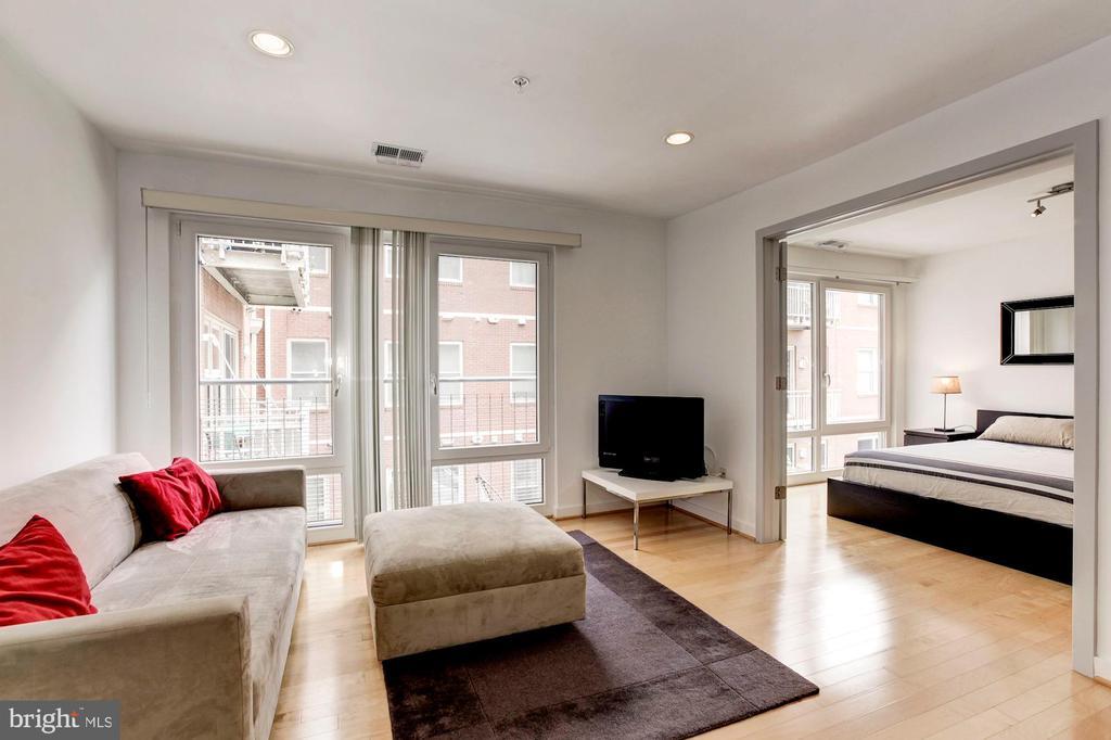 Modern, open floor plan. - 1466 HARVARD ST NW #2B, WASHINGTON