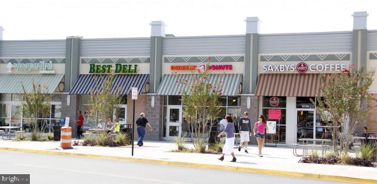 University Mall shops, restaurants,  movie theatre - 5024 PORTSMOUTH RD, FAIRFAX