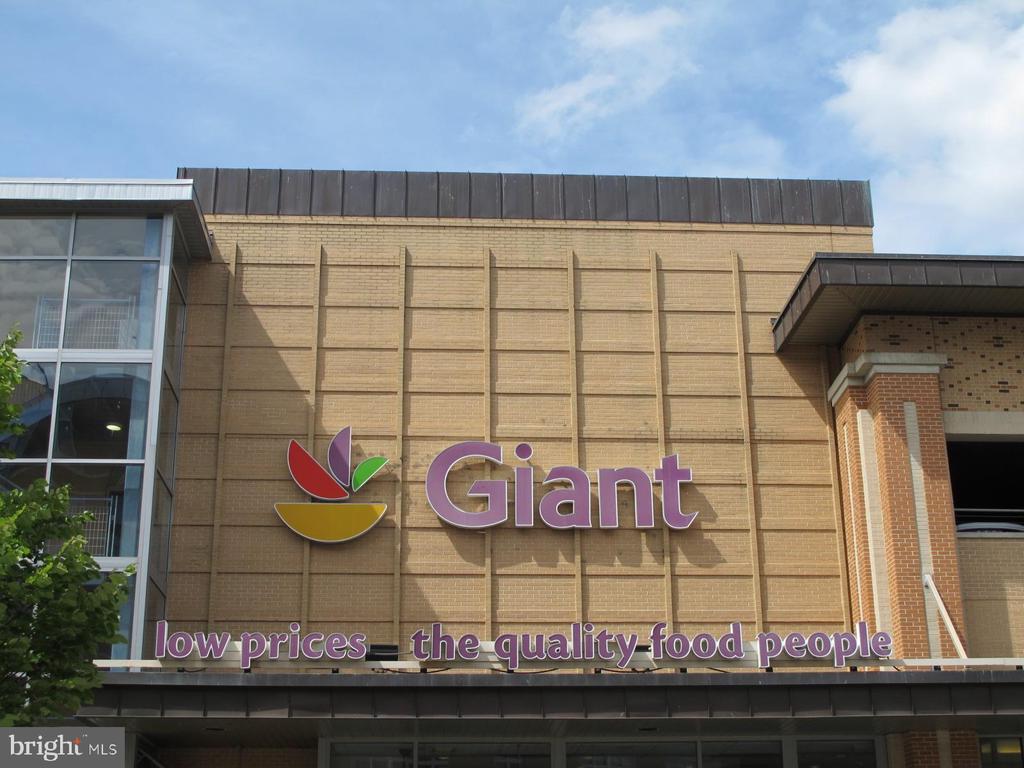 Columbia Heights Giant: 4 blocks. - 1466 HARVARD ST NW #2B, WASHINGTON