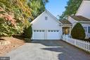Two-car garage with private driveway - 121 TREEHAVEN ST, GAITHERSBURG