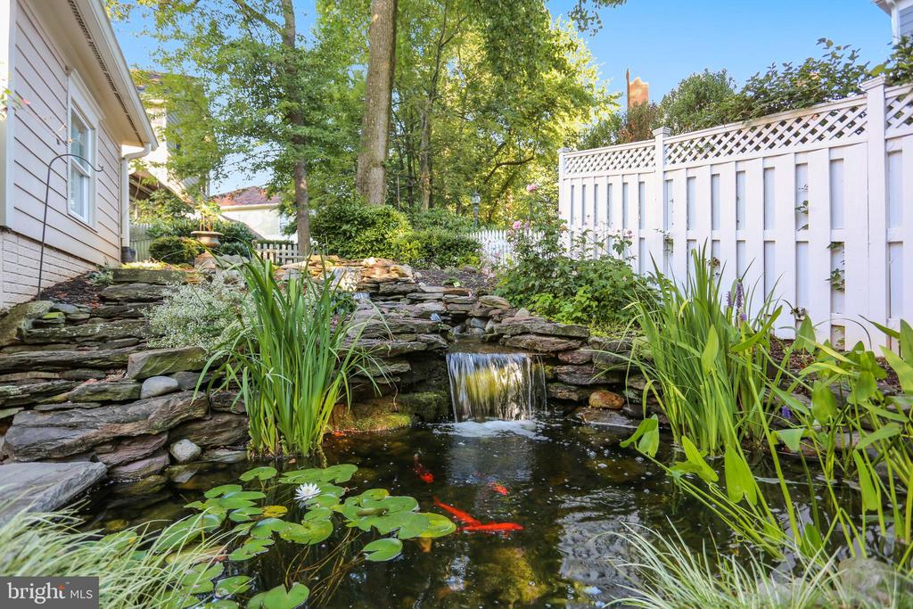 Koi pond with waterfall - 121 TREEHAVEN ST, GAITHERSBURG