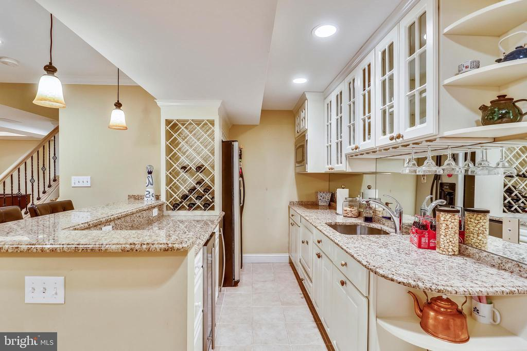 Second kitchen/wet bar - 121 TREEHAVEN ST, GAITHERSBURG