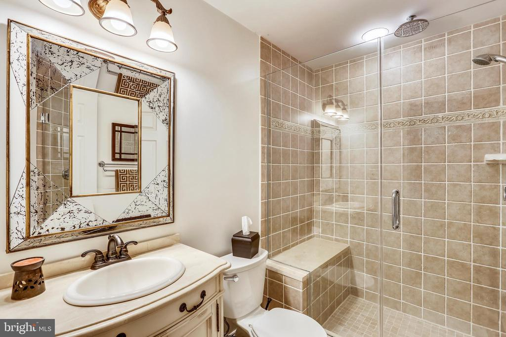 Lower level full bath - 121 TREEHAVEN ST, GAITHERSBURG