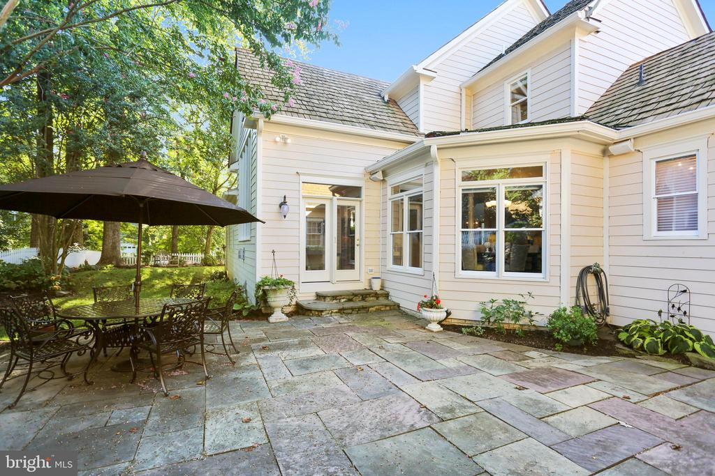 Patio with plenty of space to relax and entertain - 121 TREEHAVEN ST, GAITHERSBURG