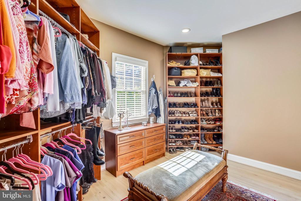 Custom master closet - 121 TREEHAVEN ST, GAITHERSBURG