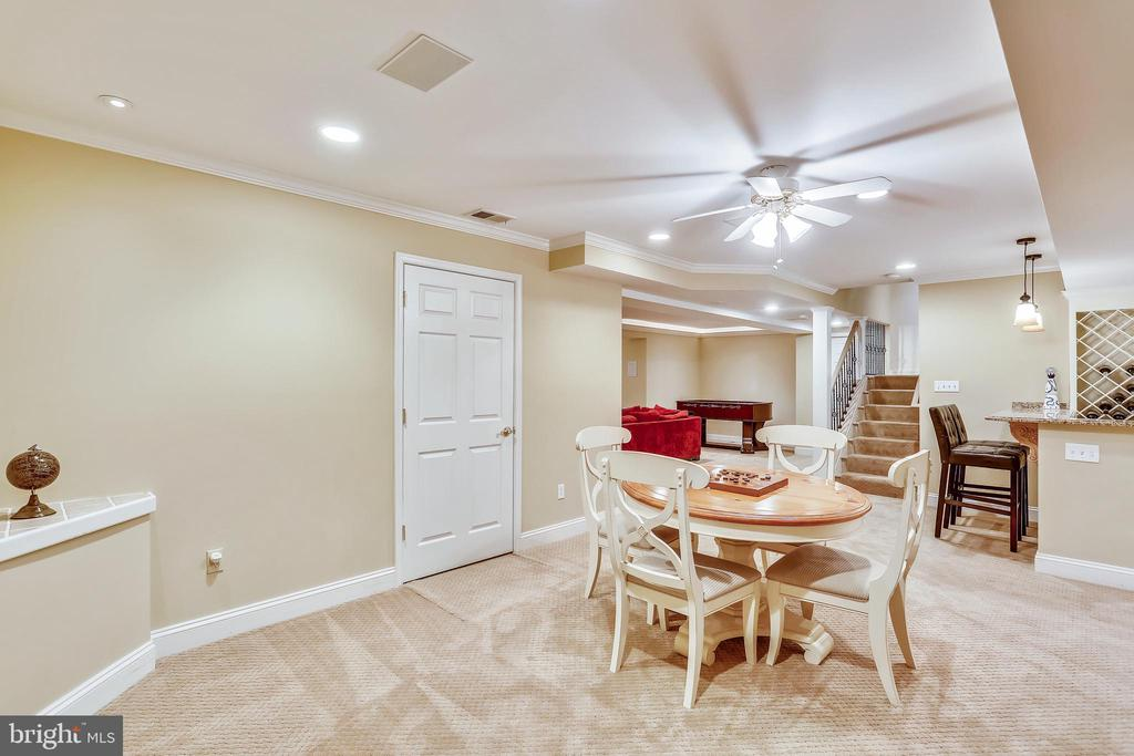 Game room area with ceiling fan - 121 TREEHAVEN ST, GAITHERSBURG