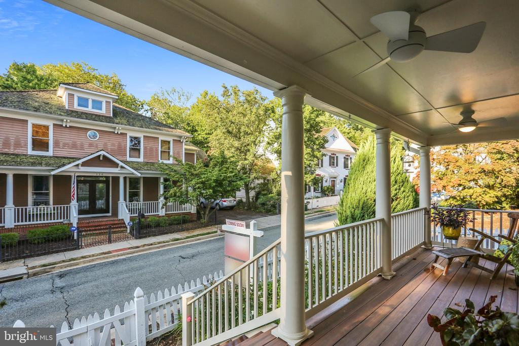 Front porch with lovely view - 121 TREEHAVEN ST, GAITHERSBURG