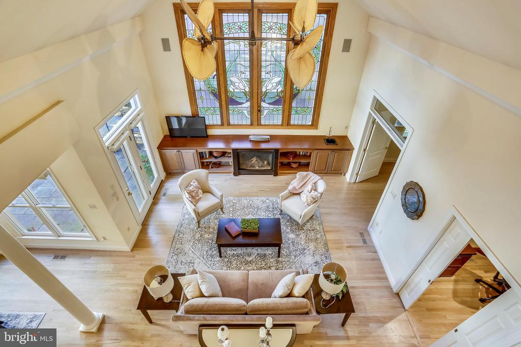 Overlook from second floor to family room - 121 TREEHAVEN ST, GAITHERSBURG