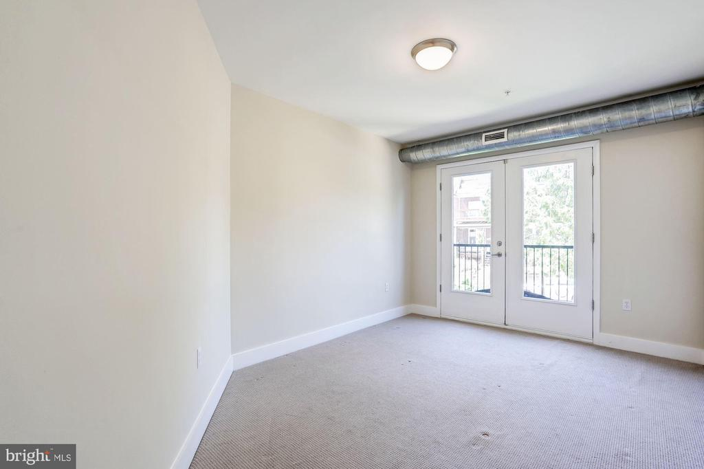 West facing bedroom juliette balcony doors. - 2201 2ND ST NW #21, WASHINGTON