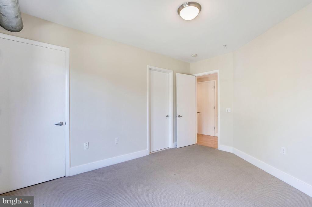 King sized bedroom. - 2201 2ND ST NW #21, WASHINGTON
