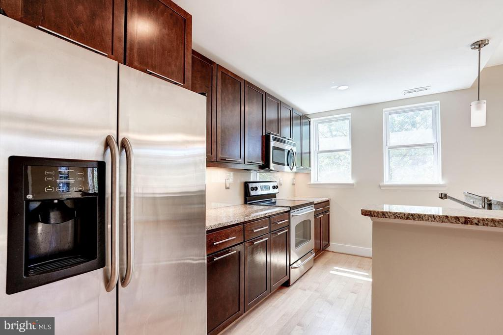GE Stainless Appliances + granite counters. - 2201 2ND ST NW #21, WASHINGTON