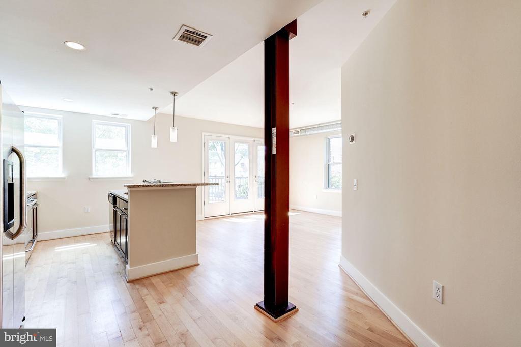 Modern, open floor plan. - 2201 2ND ST NW #21, WASHINGTON