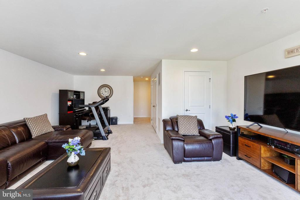 Great space for relaxing or entertaining - 5925 SHEPHERD LN, FREDERICK
