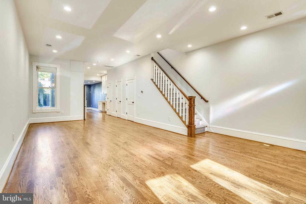 Main Living Area - 123 11TH ST SE, WASHINGTON