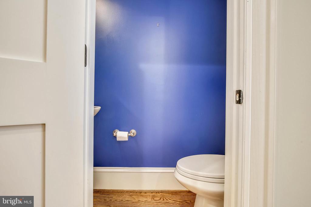 Main Floor Powder Room - 123 11TH ST SE, WASHINGTON