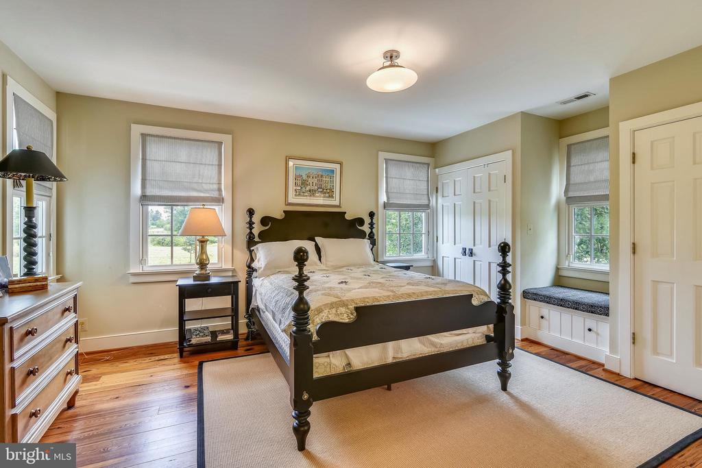 Main level bedroom with ADA modifications - 19937 EVERGREEN MILLS RD, LEESBURG