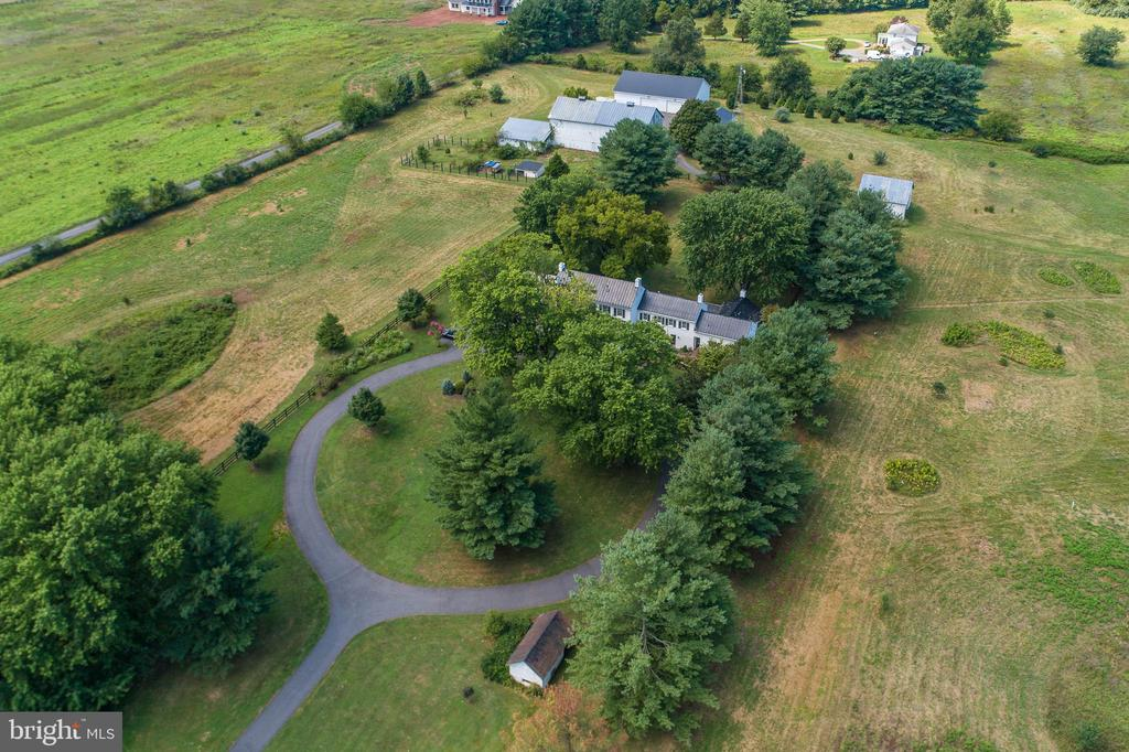 Recently added circular driveway. - 19937 EVERGREEN MILLS RD, LEESBURG