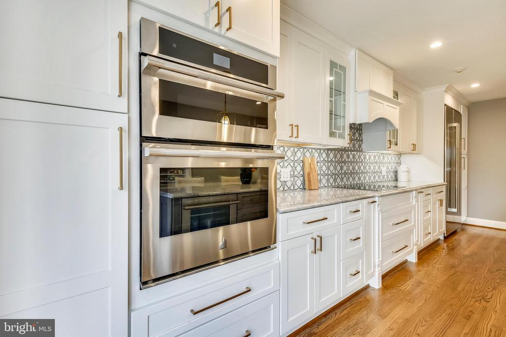 Double oven with one  convection/microwave combo - 108 N PAYNE ST, ALEXANDRIA