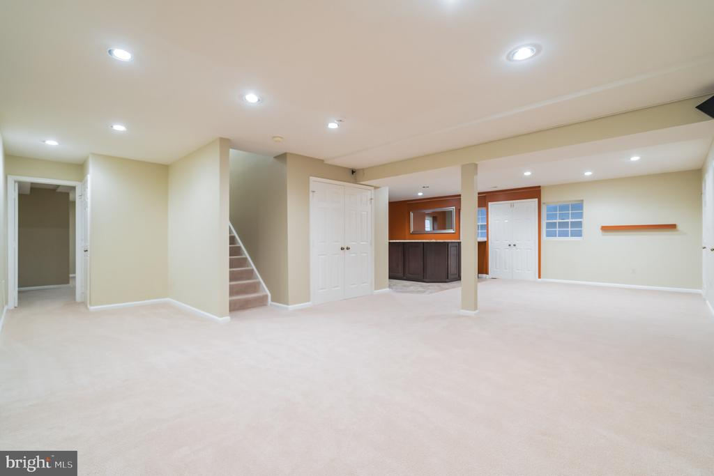 Room for a pool table - 3276 HISTORY DR, OAKTON
