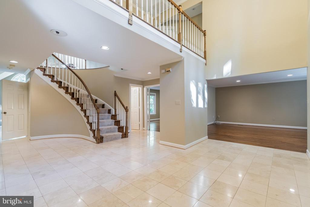 Two-story foyer with stunning tile entry - 3276 HISTORY DR, OAKTON