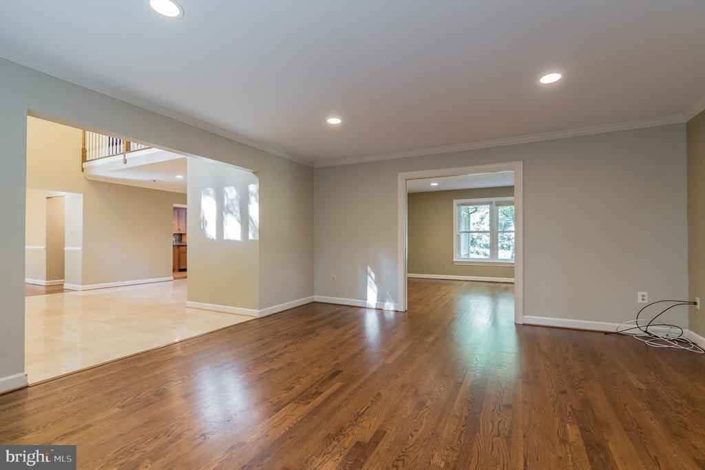 Living room with hardwood flooring - 3276 HISTORY DR, OAKTON