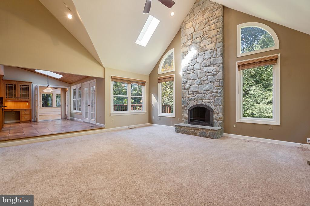 Family room just off kitchen and deck - 3276 HISTORY DR, OAKTON